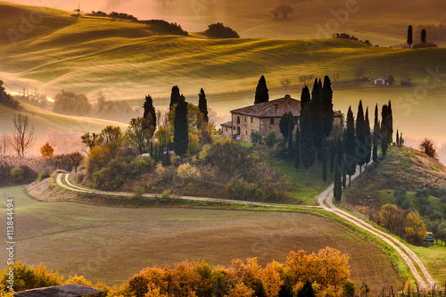 In de dag Toscane Tuscany Farmhouse Belvedere at dawn, San Quirico d'Orcia, Italy