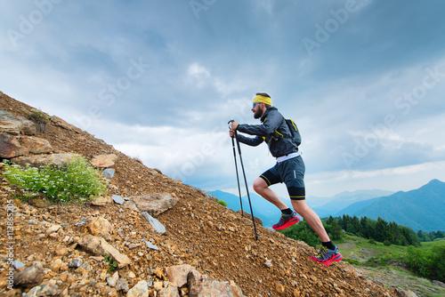 Fotografia Climb a mountain with sticks