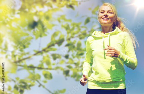 Foto auf AluDibond Jogging woman jogging outdoors