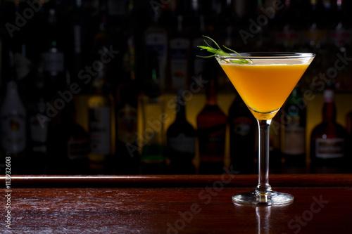 Fotografía  Peachy Lemonade Martini Cocktail