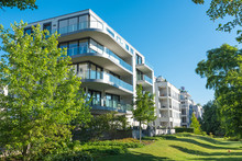 Modern Apartment Houses With G...