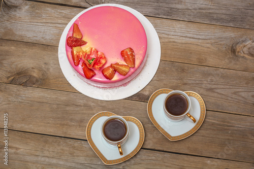 Foto op Plexiglas mousse cake decorated with strawberries