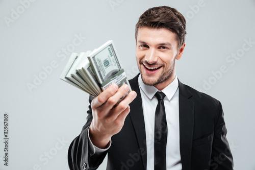 Fotografía  Primer plano de la alegre joven hombre de negocios la celebración de dinero