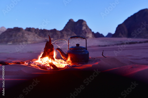 Photo sur Aluminium Desert de sable Tea party in desert, Wadi Rum