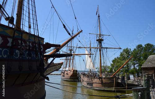 Cuadros en Lienzo Los buques Susan Constant, el descubrimiento y la buena suerte de réplica en Jam