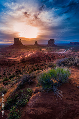 Photo  Monument Valley Cloudy Sunrise Vertical