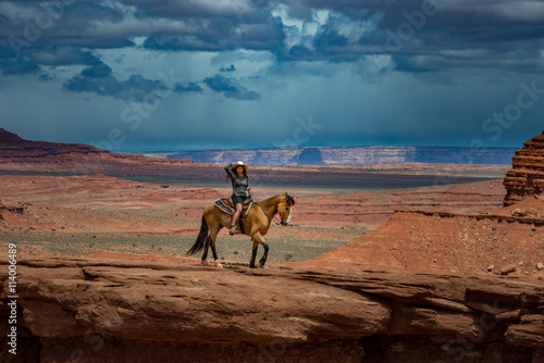 фотография  Horseback Riding John Ford's Point - Monument Valley