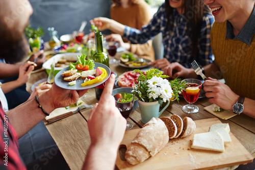 Cuadros en Lienzo Cenando