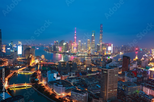 Photo  Aerial photography at Shanghai bund Skyline of night scene
