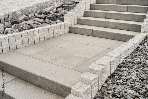 Steingarten Mit Treppe Aus Granit     Rockery With Granite Staircase