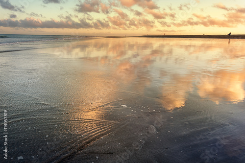 Fotografia Sunset reflection at the time of ebb on Maspalomas beach.Gran Ca