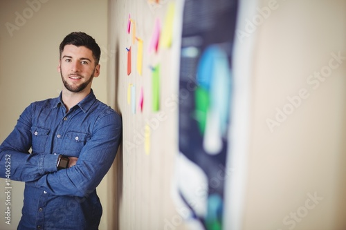 obraz dibond Portrait of confident man standing in office