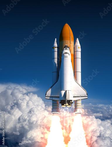 Obraz Space Shuttle Launch In The Clouds - fototapety do salonu