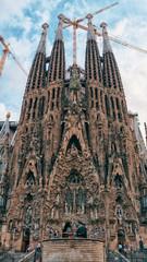 La Sagrada Familia - katedra zaprojektowana przez Gaudiego, budowana od 19 marca 1882 r. I nadal w budowie od 10 października 2013 r. W Barcelonie, Hiszpania.