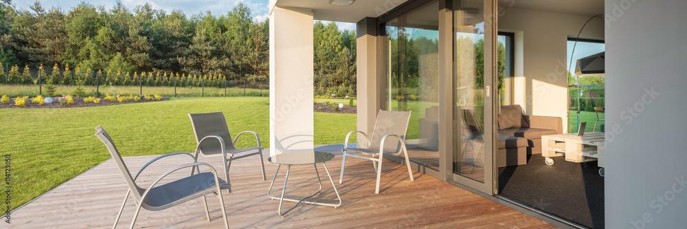 Moderne Terrasse Mit Gartenblick Foto Poster Wandbilder Bei