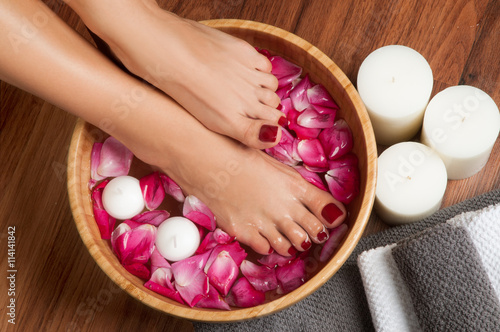 Spoed Foto op Canvas Pedicure Beautiful female feet at spa salon on pedicure procedure.