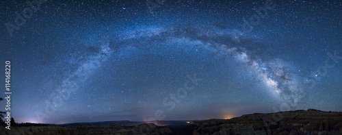 Canvas Print Panoramic milky way over bryce canyon