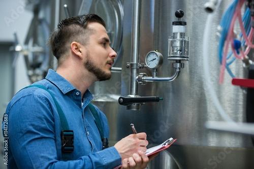 maintenance worker writing on clipboard Fototapeta