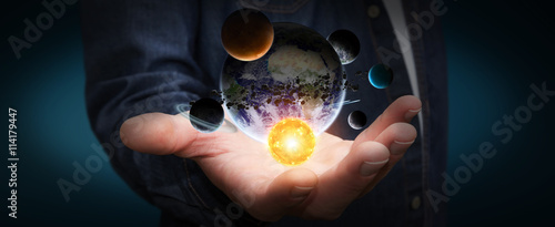 Photo Businessman holding solar system in his hand