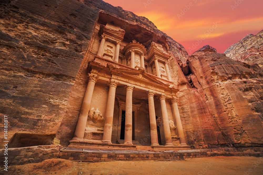Fototapety, obrazy: Ancient temple in Petra, Jordan