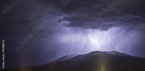 Foto auf Gartenposter Gebirge lightning on the mountain