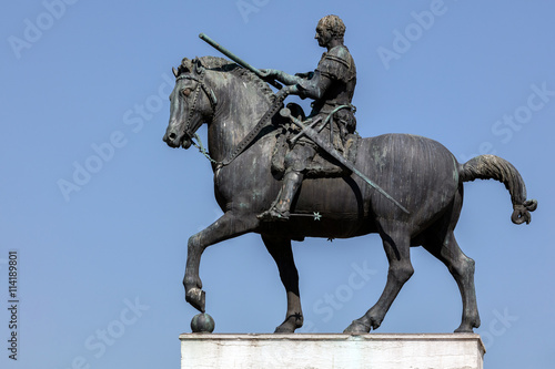 Photo  Equestrian statue of the Venetian general Gattamelata (Erasmo da Narni) in Padua, Italy