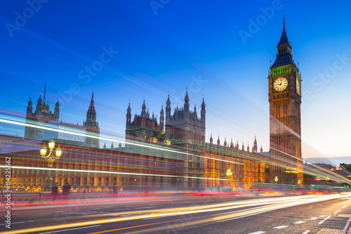 Photo  Big Ben and Palace of Westminster in London at night, UK