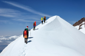 Grupni penjači silaze s vrha vulkana Erciyes.