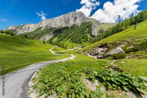 obraz PCV trail on through the mountains of the bavarian alps / Wanderweg durch die bayrischen Alpen