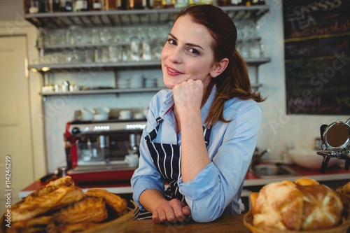 Autocollant pour porte Boulangerie Portrait of attractive barista at counter in cafe