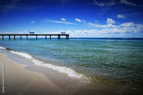 fototapeta na lodówkę Beach view of pier