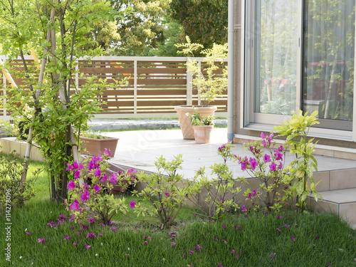 Foto op Aluminium Tuin 住宅 新築住宅 庭 植栽 テラス イメージ 緑 花 芝生