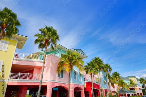 Cuadros en Lienzo  Florida Fort Myers colorful palm trees facades