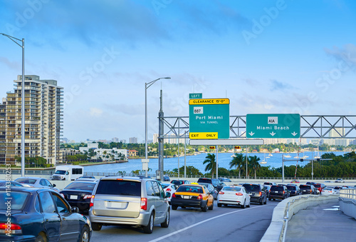 Cuadros en Lienzo Miami traffic driving to Miami beach Florida