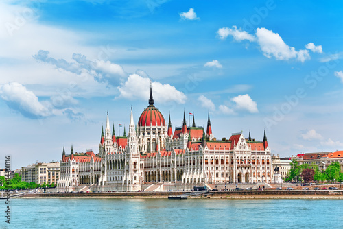 Canvas Print Hungarian Parliament at daytime. Budapest. View from Danube rive