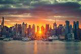 Fototapeta Nowy Jork - Cloudy sunrise over Manhattan, New York