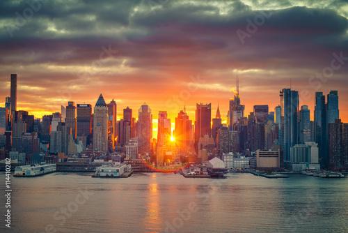 Canvas Prints Sunset Cloudy sunrise over Manhattan, New York