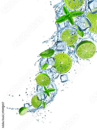 swieze-limonki-w-plusk-wody