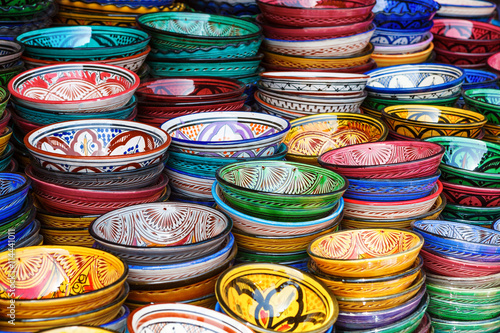 Papiers peints Maroc Pile of multicolored bowls on the market in Marrakesh, Morocco