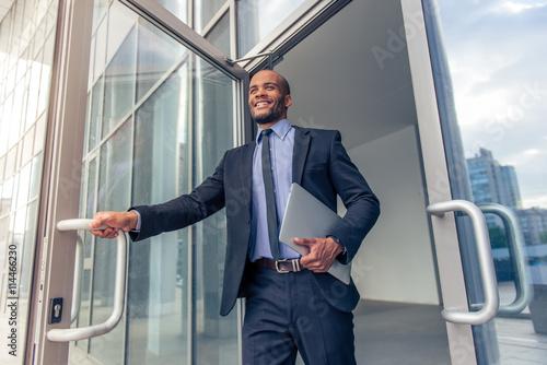Fotografia Afro American businessman with gadget