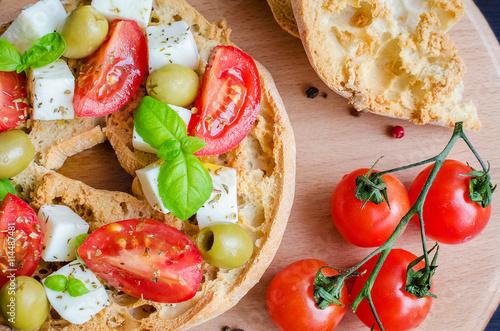 La pose en embrasure Entree Italian appetizer Friselle