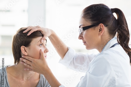 Fototapeta Doctor checking woman eye obraz