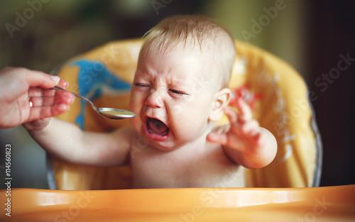 Fényképezés  baby cry, capricious, refuse to eat