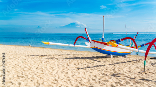 Foto auf Acrylglas Tropical strand Traditional Indonesia fishing outrigger canoe on a beautiful tropical sandy beach in Bali.