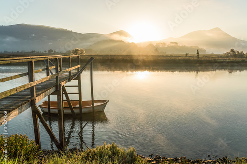 Photo sunrise at urdaibai biosphere, spain