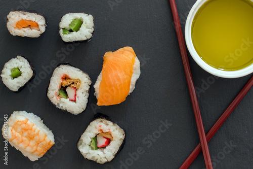 Autocollant pour porte Sushi bar Sushi Set sashimi and sushi rolls served on stone slate