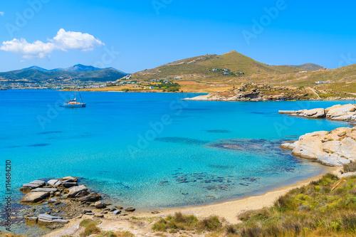 Photo A view of beautiful Monastiri beach with turquoise sea water, Paros island, Gree