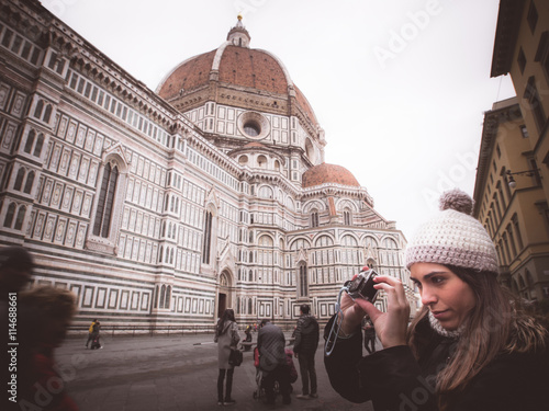 Fotografie, Obraz  woman photographing florence