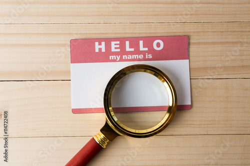 Fotografía  Blank name tag with magnifier glass