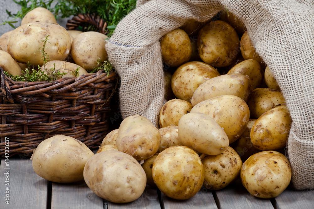 Fototapety, obrazy: Ziemniaki w koszu